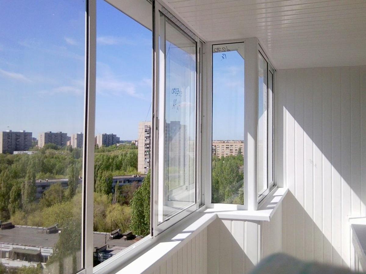 Пластиковые окна балкон дв.